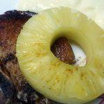 Lammkotelett mit Obst und Honig